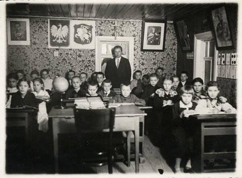 Daukšių pradžios mokykla, mokytojas Mykolas Gudėnas