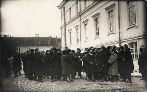 1927 m. uždaroma Vilniaus lietuvių mokytojų seminarija